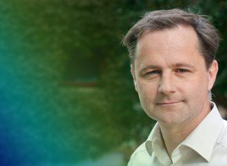 """""""5 Fragen an …"""": Prof. Stefan Weinzierl"""